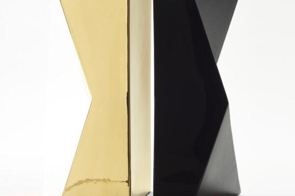 vaso nero oro schiena