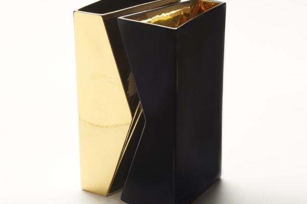 vaso nero oro vista dall_alto